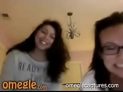 Omegle - Two Friends Bate In...